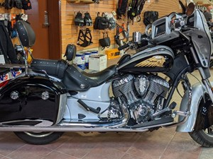 2017 Indian Motorcycle® Chieftain® Star Silver Over Thunder Blac