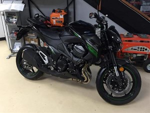 Kawasaki Z800 ABS Metallic Spark Black / Flat Ebony 2016