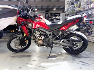 Honda Africa Twin® DCT Candy Red 2017
