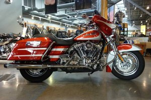 Harley-Davidson FLHTCUSE CVO Ultra Glide 2008