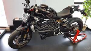 Ducati Monster 1200 R Thrilling Black 2017