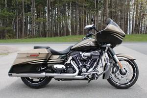 Harley-Davidson FLTRXSE - CVO Road Glide Custom 2013
