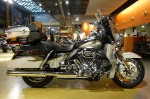 Harley-Davidson FLHTCUSE8 CVO Electra Glide 2013