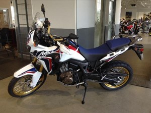 Honda Africa Twin DCT Tricolor Red / White / Blue 2017