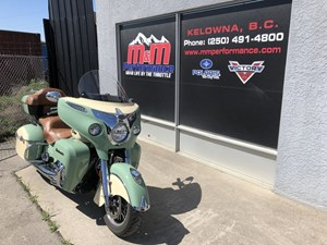 Indian Motorcycle® Roadmaster® Classic Willow Green over Iv 2017
