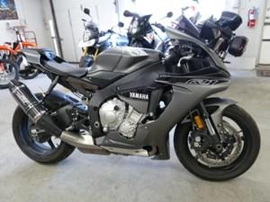 Yamaha YZF-R1S 2016