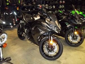 2021 Kawasaki Ninja 650 ABS Metallic Graphite Gray / M