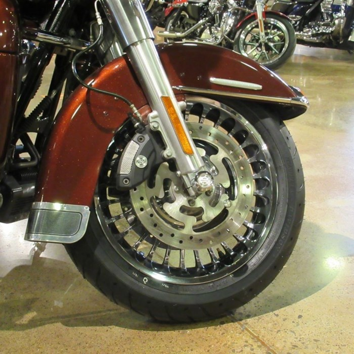 2011 Harley-Davidson FLHTK - Electra Glide® Ultra Limited Photo 2 of 8