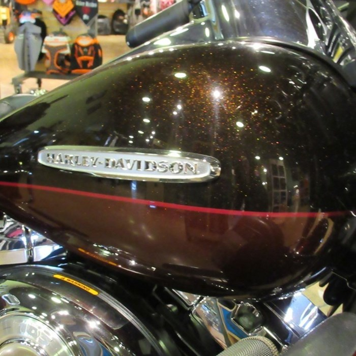 2011 Harley-Davidson FLHTK - Electra Glide® Ultra Limited Photo 3 of 8