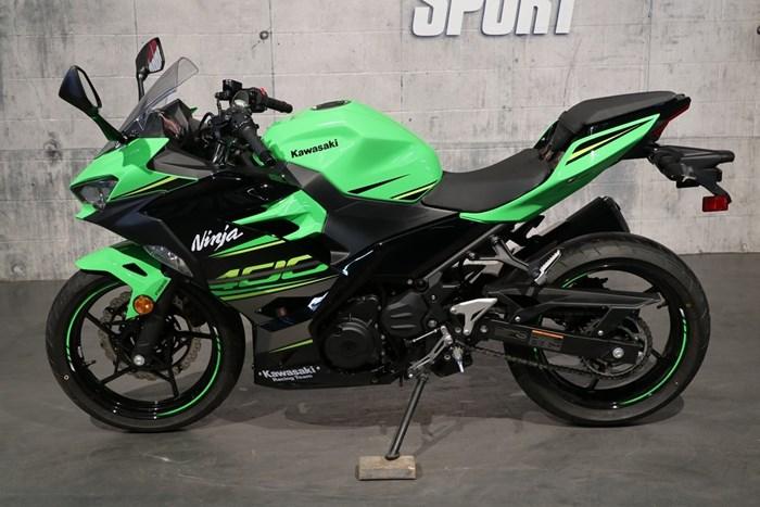 2018 Kawasaki Ninja 400 ABS Photo 3 of 13