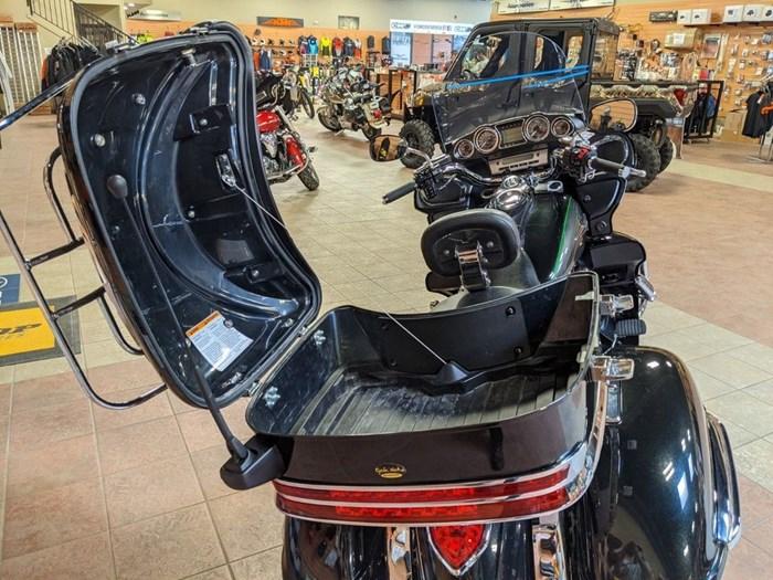 2017 Kawasaki Vulcan 1700 Voyager ABS Photo 11 of 15