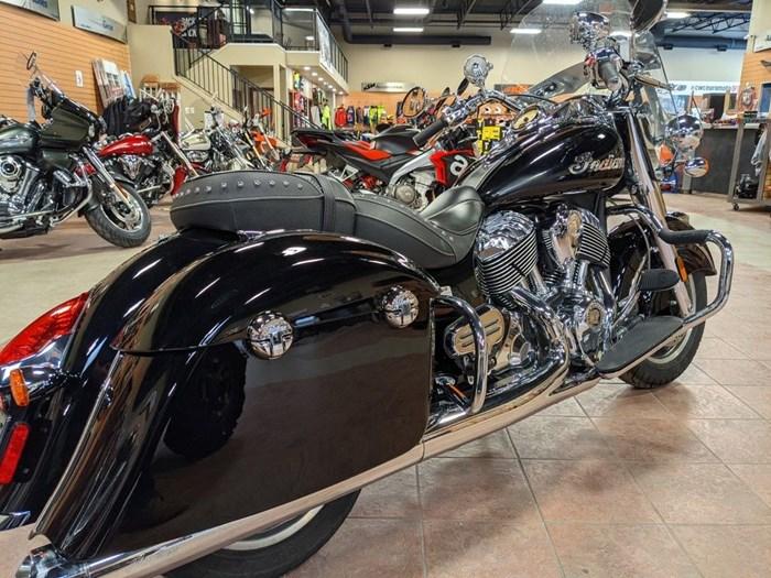 2017 Indian Motorcycle® Springfield™ Thunder Black Photo 2 of 13