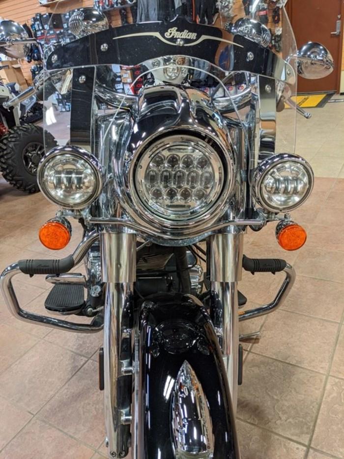 2017 Indian Motorcycle® Springfield™ Thunder Black Photo 4 of 13