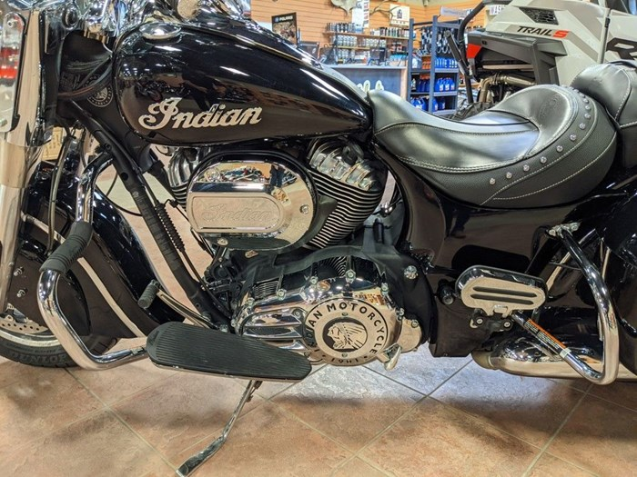 2017 Indian Motorcycle® Springfield™ Thunder Black Photo 5 of 13