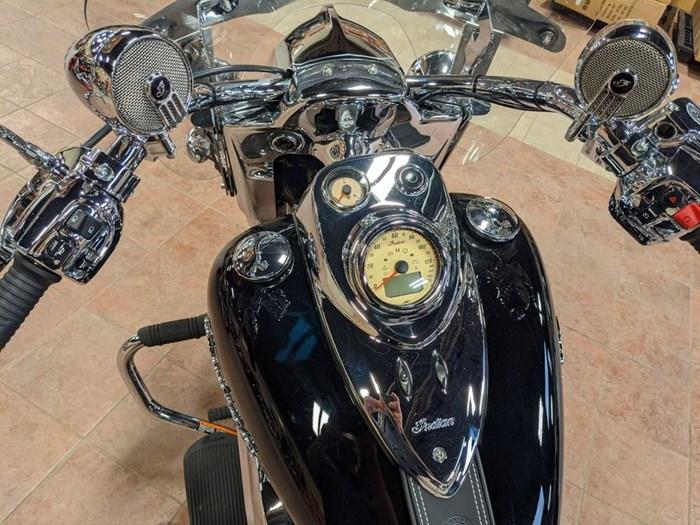 2017 Indian Motorcycle® Springfield™ Thunder Black Photo 6 of 13