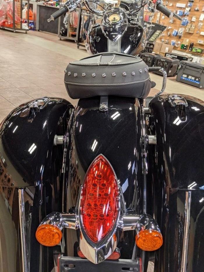 2017 Indian Motorcycle® Springfield™ Thunder Black Photo 7 of 13