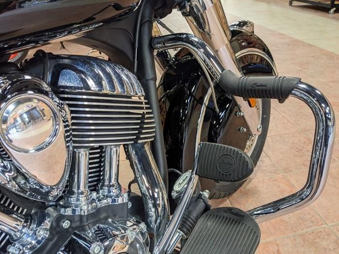2017 Indian Motorcycle® Springfield™ Thunder Black Photo 10 of 13