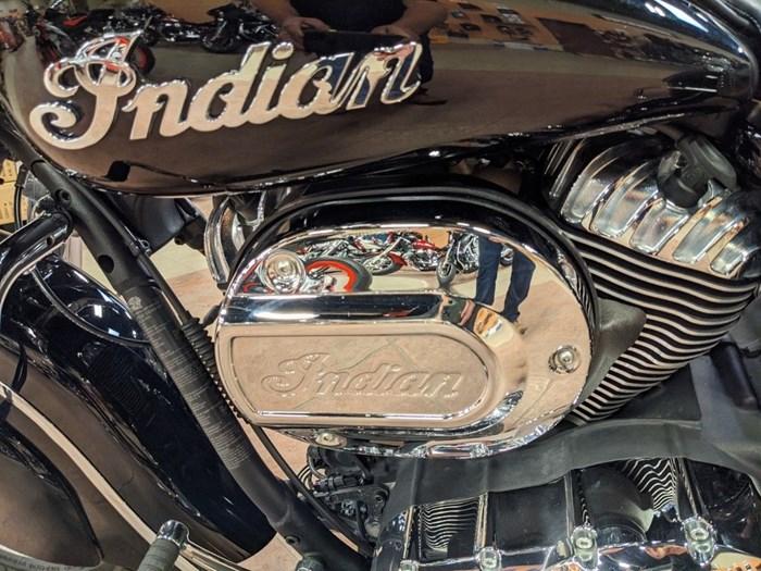 2017 Indian Motorcycle® Springfield™ Thunder Black Photo 12 of 13
