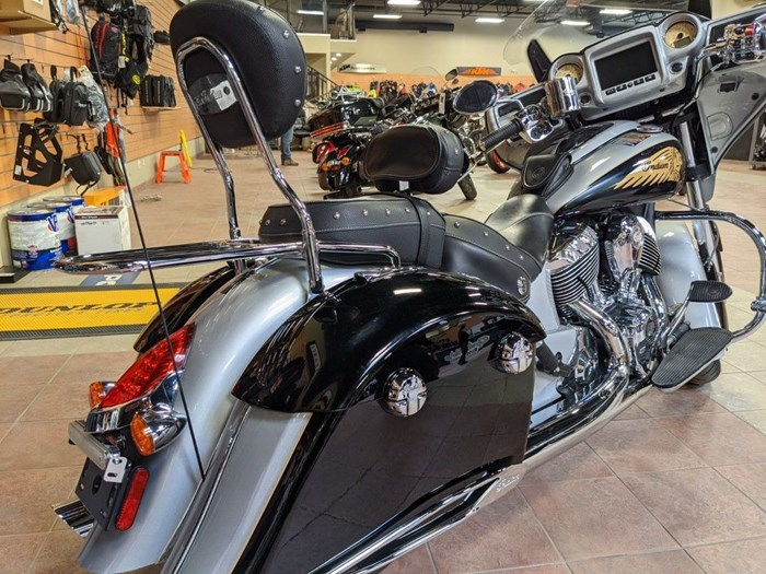 2017 Indian Motorcycle® Chieftain® Star Silver Over Thunder Blac Photo 2 of 16