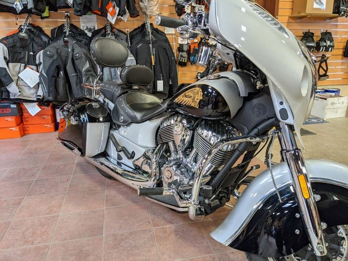 2017 Indian Motorcycle® Chieftain® Star Silver Over Thunder Blac Photo 3 of 16