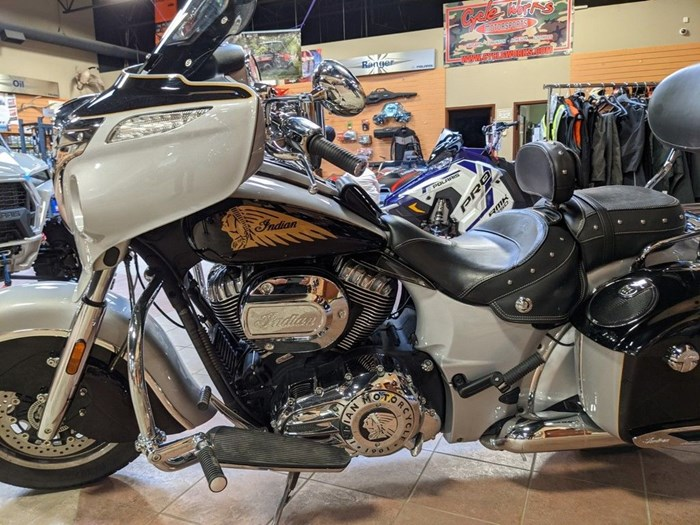 2017 Indian Motorcycle® Chieftain® Star Silver Over Thunder Blac Photo 5 of 16