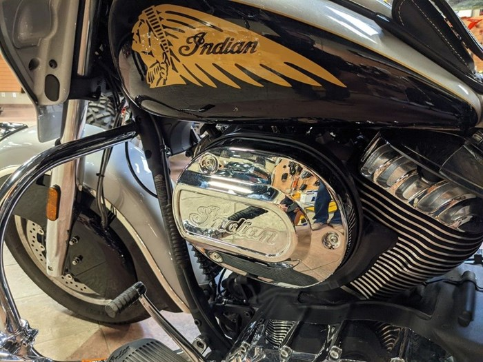 2017 Indian Motorcycle® Chieftain® Star Silver Over Thunder Blac Photo 6 of 16