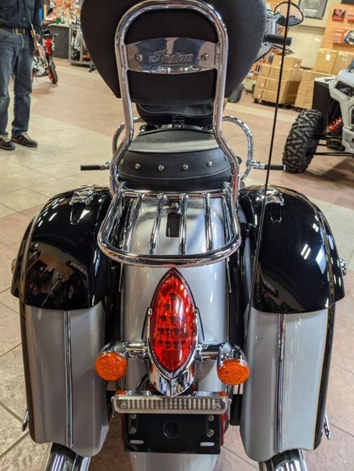2017 Indian Motorcycle® Chieftain® Star Silver Over Thunder Blac Photo 9 of 16