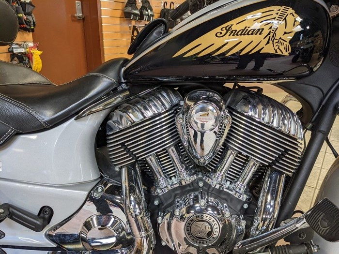 2017 Indian Motorcycle® Chieftain® Star Silver Over Thunder Blac Photo 11 of 16