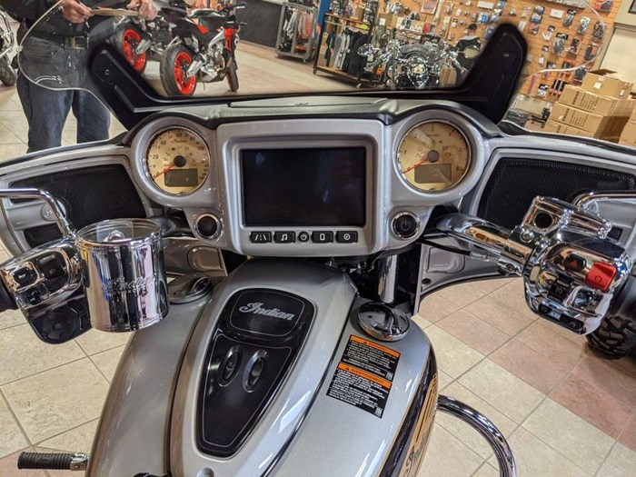 2017 Indian Motorcycle® Chieftain® Star Silver Over Thunder Blac Photo 12 of 16