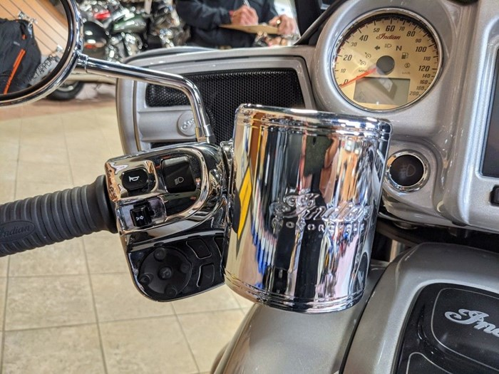 2017 Indian Motorcycle® Chieftain® Star Silver Over Thunder Blac Photo 13 of 16