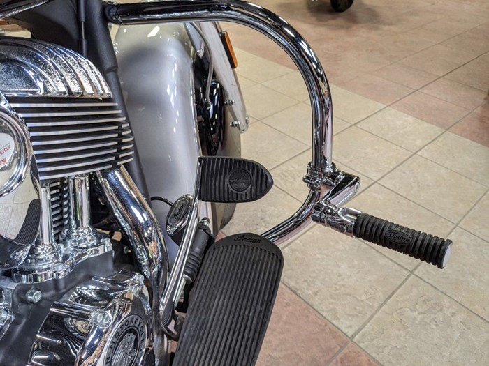 2017 Indian Motorcycle® Chieftain® Star Silver Over Thunder Blac Photo 14 of 16