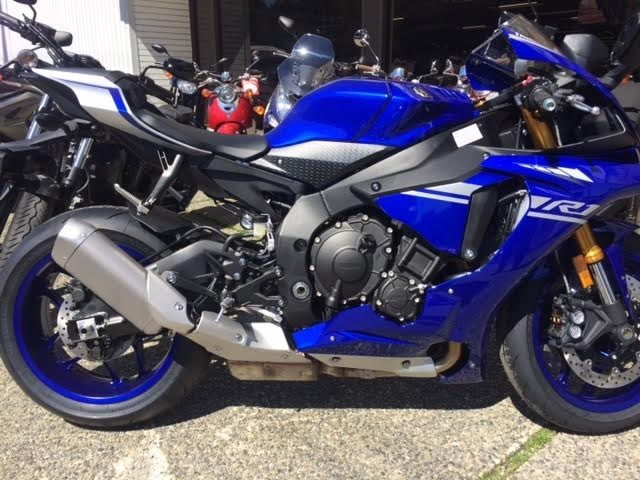 2017 Yamaha YZF R1ABS Photo 2 of 4