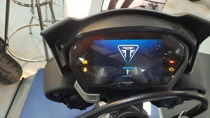 2018 Triumph Street Triple RS Matt Silver Ice Photo 5 of 9