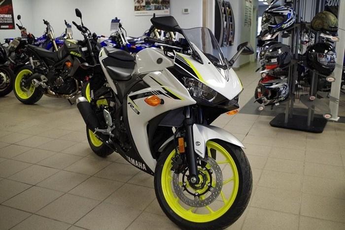 2018 Yamaha YZF-R3 ABS Photo 4 of 18