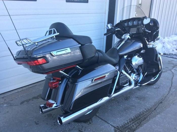 2014 Harley-Davidson FLHTK - Electra Glide® Ultra Limited Photo 3 of 10