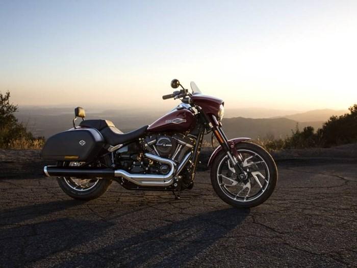 2018 Harley-Davidson FLSB - Softail® Sport Glide™ Photo 2 of 6