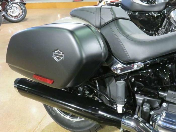 2018 Harley-Davidson Sport Glide™ Silver Fortune Photo 4 of 7