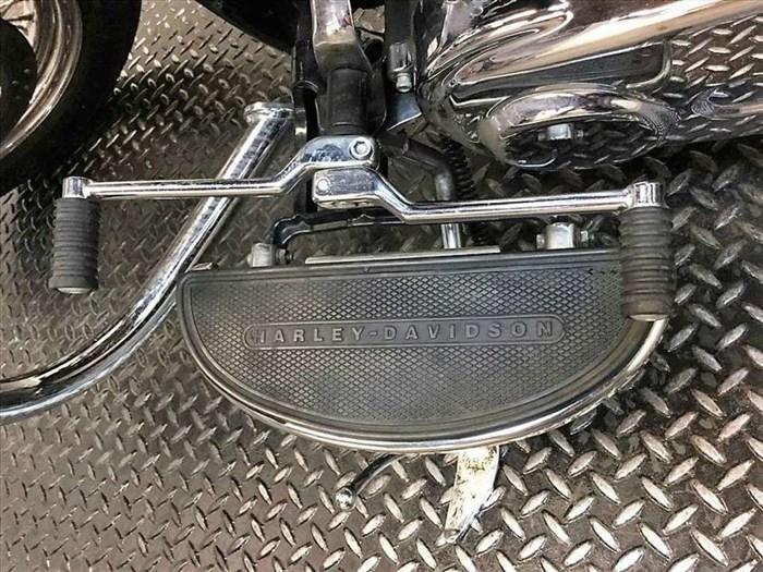 2011 Harley-Davidson FLSTC - Heritage Softail® Classic Photo 10 of 12