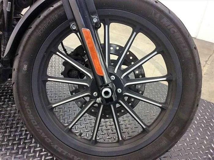 2015 Harley-Davidson XL883N - Sportster® Iron 883™ Photo 14 of 15