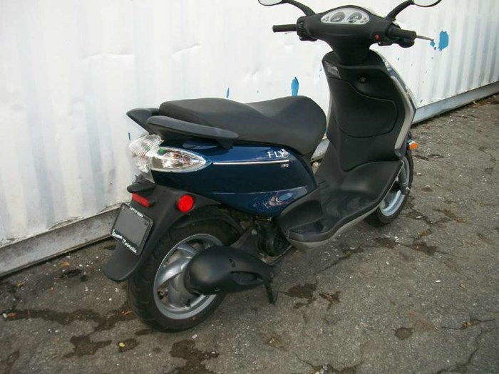 2010 Piaggio Fly 150 Photo 4 of 9