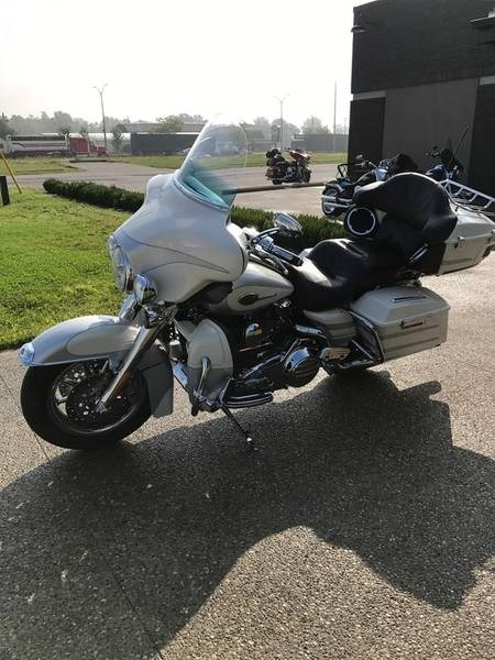 2008 Harley-Davidson CVO Ultra Classic FLHTCUSE Photo 4 of 9