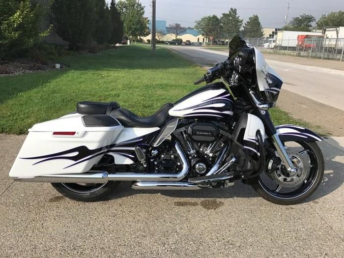 Street Glide For Sale >> Harley Davidson Flhxse Cvo Street Glide 2016 Used Motorcycle For Sale In Windsor Ontario Motorcycledealers Ca