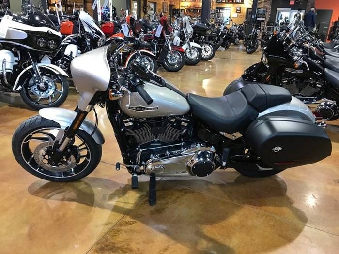 2018 Harley-Davidson FLSB - Softail® Sport Glide™ Photo 7 of 11