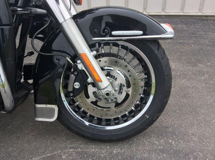 2013 Harley-Davidson FLHTK - Electra Glide® Ultra Limited Photo 10 sur 13