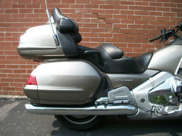 2006 Honda GL1800A Gold-Wing Photo 2 of 29
