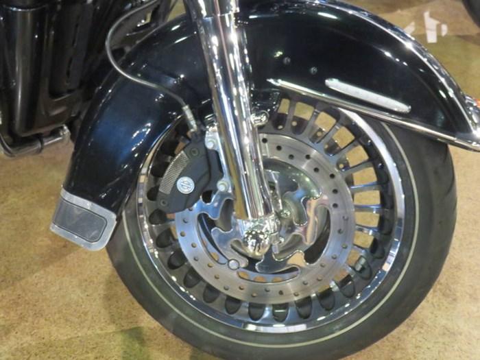 2012 Harley-Davidson FLHTK - Electra Glide® Ultra Limited Photo 11 of 13