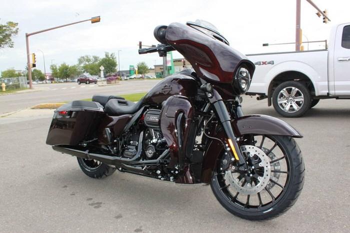 2019 Harley-Davidson FLHXSE - CVO™ Street Glide® Photo 2 of 17