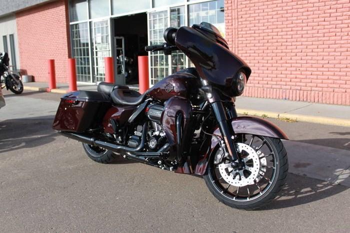 2019 Harley-Davidson FLHXSE - CVO™ Street Glide® Photo 13 of 17