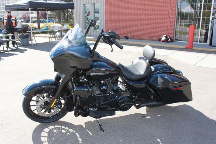 2019 Harley-Davidson FLHXS - Street Glide® Special Photo 2 of 12