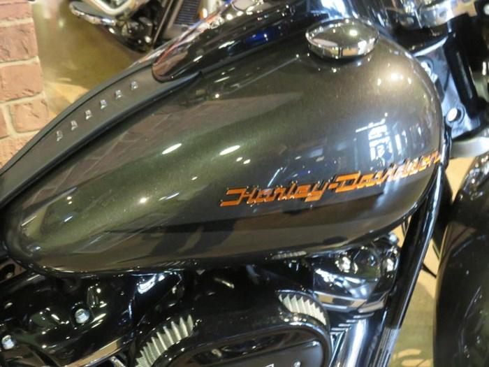 2019 Harley-Davidson FLHCS - Softail® Heritage Classic 114 Photo 4 of 9